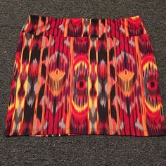 SALE Abstract print Skirt 98% polyester 2% spandex Xhilaration Skirts Mini