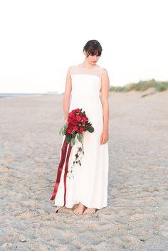 Brautkleid - Sommerliche Gartenhochzeit in Rot | Hochzeitsblog The Little Wedding Corner