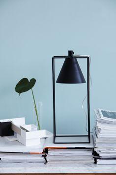 House Doctor Kubix Tafellamp Prijs: € 131,95  Afmetingen: L 18 x B 18 x H 42 cm Materiaal: IJzer en koper