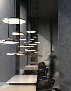 Super strakke vormgeving en zeer stijlvol. Bovendien is de lamp inclusief een energie zuinige LED module. #interior, #Lamp