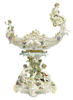 A good Meissen porcelain centerpiece late 19th: This represents me, a good German/Prussian porcelain centerpiece.