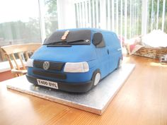 Van cake -I have to make one need ideas New Vw Camper Van, Camper Van Cake, Camper Cakes, Volkswagen Transporter T4, T5 Bus, Vw T4, Birthday Cakes For Men, Cakes For Boys, Dad Birthday