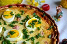 Wielkanocna tarta z białą kiełbasą, jajkami i sosem chrzanowym. Świąteczne smaki zamknięte w jednym wspaniałym daniu. Tarta idealna dla całej rodziny.