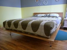 DIY George Nelson-inspired #bed from Mid-Century-Modern.net via Decor Hacks. I was shocked at how hard it was to find a bed style that I didn't hate but could also afford when Dan and I first moved in together. We ended up building our own elevated platform using an Instructables tutorial but I had been eyeing the Case Study beds too.