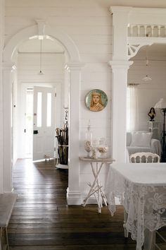 Would love any room done like this.Shabby Chic JoySimply white and incredibly Shabby.by Shabby Chic Joy White Cottage, Cottage Style, White Rooms, White Walls, Style At Home, Style Deco, Decoration Inspiration, White Decor, Home Fashion