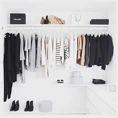 Now that's a closet of someone who is #owningwell #closet #nottooshabby Reposted Via @doneanddonehome