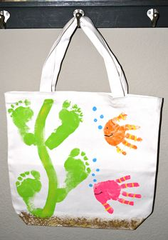 Here's a fun summer idea to make a handprint/footprint keepsake with your littles! Just buy a blank tote bag at the craft store and have your kids stamp their hands on it with acrylic or fabric paint. The hand prints make the fish and the footprints make seaweed. Wouldn't this be great for the beach?? …
