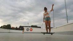 Beginner Skateboard, Skateboard Videos, Skateboard Girl, Skate 3, Skate Style, Iron Man Photos, Best Longboard, Skater Girls, Roller Skating
