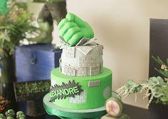 Decorada por Partiê Festas, a festa do Alexandre teve peças decorativas da You Do It e doces personalizados do Hulk. Acesse para ver mais Hulk, Avengers, Children, Cake, Desserts, Personalised Sweets, Superhero, 5 Years, Cakes