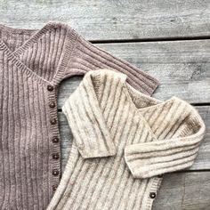 Knitting For Kids, Easy Knitting, Baby Knitting Patterns, Knitted Baby Cardigan, Knitted Baby Clothes, Crochet Bebe, Baby Vest, Beautiful Babies, Kids Outfits