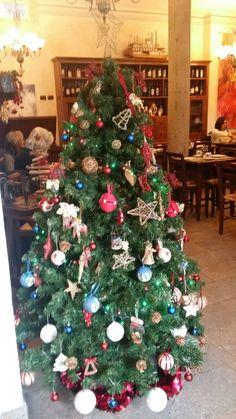Our Christmas tree. #siena #borgogrondaie