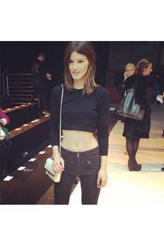 NY Fashion Week contada por las fashion insiders. La bloguera Hanneli Mustaparta, sin miedo al frío con un crop top en Diesel Black Gold.