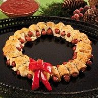 Pigs In A Blanket Wreath. Perfect for ugly christmas sweater party