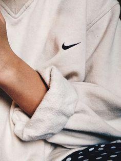 Sweater: retro vintage v neck sweatshirt comfy oversized nike top white cool sportswear sweat nike Source by xyisyisx outfit oversized Look Fashion, Womens Fashion, Fashion Tips, Runway Fashion, Fashion Mark, Fashion Shoes, Jeans Fashion, Fashion Outfits, Cheap Fashion