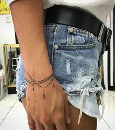 Handgelenk Armband Tattoos - Tattoo Ideen - Tattoos and Piercings - Tato Mini Tattoos, Trendy Tattoos, Small Tattoos, Feminine Tattoos, Finger Tattoos, Body Art Tattoos, Tatoos, Thumb Tattoos, Armband Tattoos
