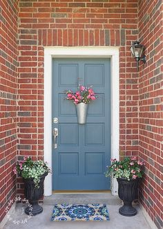 a low cost and simple way to give your front door a fresh look, doors, painting Cottage Front Doors, Victorian Front Doors, House Front Door, House Doors, Front Door Decor, Vintage Doors, Antique Doors, Front Door Makeover, Exterior Door Colors
