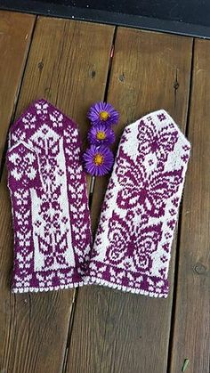 Ravelry: Papilio mittens pattern by JennyPenny Double Knitting, Loom Knitting, Knitting Socks, Knitting Stitches, Hand Knitting, Knitting Patterns, Crochet Patterns, Knitted Mittens Pattern, Knit Mittens