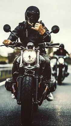 Escape the ordinary - Salat - Motorrad Bike Style, Motorcycle Style, Motorcycle Men, Biker Photoshoot, E Motor, Nine T, Motorcycle Wallpaper, Motorcycle Photography, Old Motorcycles