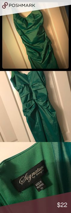 Women's Green Cocktail Dress EUC This dress was bought to wear to a wedding. It is in EUC; only worn 3 times. Knee-length cocktail dress with ruching and slimming look! Add this awesome piece to tour closet today! Signature by Sangria Dresses Midi