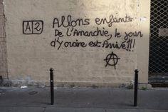 Photo : Sylvain Borsatti Graffiti Quotes, Art Friend, French Quotes, Street Art Graffiti, Street Artists, Some Words, Worlds Of Fun, Friends In Love, Book Quotes