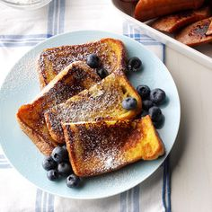 Very Vanilla French Toast Recipe -These French toast slices have creamy vanilla flavor from convenient pudding mix, plus a hint of cinnamon. We like to top them with syrup or powdered sugar and fresh berries. Diner Recipes, Brunch Recipes, Dessert Recipes, Bread Recipes, Cake Recipes, Vanilla French Toast, Breakfast Dishes, Breakfast Recipes, Breakfast Ideas