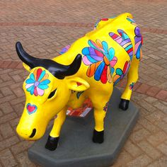 COW PARADE! HAIR COW AGE OF AQUARIUS! Boho Gypsy, Hippie Boho, Cow Parade, Musk Ox, Flower Children, Age Of Aquarius, Cute Cows, Cow Art, Peace And Love