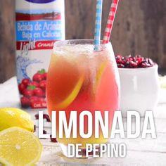 Dale un giro a tu tradicional limonada añadiendo un poco de pepino y jugo de arándano. Alcohol Drink Recipes, Easy Drink Recipes, Gourmet Recipes, Mexican Food Recipes, Healthy Recipes, Mexican Drinks, Dessert Drinks, Yummy Drinks, Yummy Food