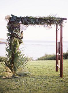 Tropical Maui destination wedding ideas | Photo by Brandon Kidd Photo | Read more - http://www.100layercake.com/blog/?p=80611