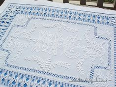 This is a gorgeous piece of vintage linen – an exquisite example or whitework at its best!