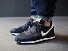 Nike dark ash internationalist