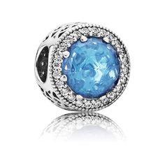 Pandora Charm Himmelblauer Strahlenkranz der Herzen 791725NBS Kranz, Uhren,  Glitzer, Juwelier, Kristalle 85c5b48240