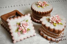 A candy biscuit box – hand modelling Fancy Cookies, Sweet Cookies, Iced Cookies, Cute Cookies, Royal Icing Cookies, Cupcake Cookies, Sugar Cookies, Sweet Treats, Cookie Box