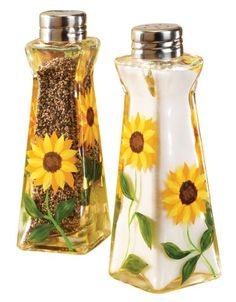 WalterDrake Sunflower Salt And Pepper Shakers: Kitchen & Dining Sunflower Themed Kitchen, Sunflower Room, Sunflower Kitchen Decor, Sunflower Bathroom, Sunflower Decorations, Sunflower Design, Country Style Curtains, Kitchen Themes, Kitchen Ideas