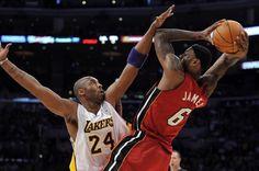Anche nel 2010 la stella di Natale è indiscutibilmente lui: LeBron James. Dopo i 26 punti con 9 assist e la passeggiata con i Cleveland Cavs dello scorso Natale, LeBron è tornato a conquistare lo Staples Center rovinando la festa dei Lakers, questa volta con la maglia dei Miami Heat. Per James una clamorosa tripla doppia: 27 punti, 11 rimbalzi, 10 assist. Ap