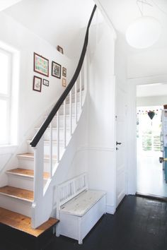 A house with modern functionality and 50 & # s nostalgia The color palette of designer couple Mai-Britt Amsler and Mads Berg has been … - New Deko Sites Modern Interior, Interior Styling, Interior Decorating, Interior Design, White Stairs, Hallway Inspiration, Appartement Design, Palette, Stairway To Heaven