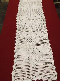 Tecido em crochê com barbante branco.  Adiciona muito charme e elegância na decoração !  Tempo para produzir sob encomenda: 20 dias. Crochet Tablecloth Pattern, Free Crochet Doily Patterns, Crochet Placemats, Crochet Table Runner, Afghan Crochet Patterns, Crochet Squares, Crochet Motif, Crochet Doilies, Crochet Baby