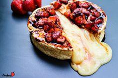 Camembert gefüllt, geplankt und überbacken - mit Balsamicoerdbeeren | Lecker muss es sein!