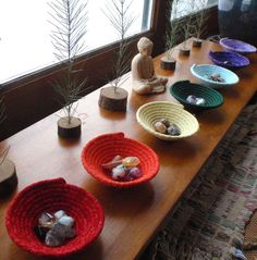 Chakra Bowls, Coiled Baskets for Your Altar, Yoga Studio or Reiki Practice - Set of Cool idea for a healing room or waiting room: chakra baskets with associated stones, slips of paper with affirmations, etc. Meditation Altar, Meditation Rooms, Chakra Meditation, Reiki Chakra, Usui Reiki, Reiki Room, Learn Reiki, Zen Space, Zen Room