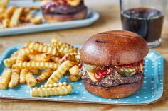 Burger and Fries sheet pan dinner. All you need is two sheet pans to make your burger and fries dreams come true. Pan Burgers, Burger And Fries, Gourmet Burgers, Grill Sale, Recipe Sheets, Sheet Pan Suppers, Thing 1, Easy Weeknight Dinners, Fast Dinners