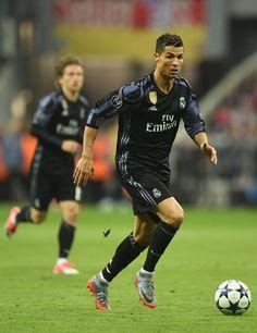 #Cristiano #Ronaldo #CR7 #Real # Madrid Cristiano Ronaldo Wallpapers, Cristiano Ronaldo 7, Australian Football, American Football, Ronaldo Real Madrid, Good Soccer Players, Soccer World, European Football, Football Soccer