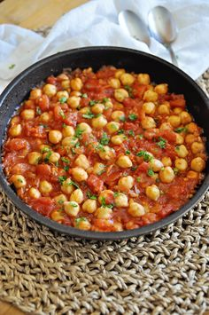 Spanish GARBANZO BEAN SKILLET with Chunky Tomatoes Recipes With Diced Tomatoes, Canned Tomato Recipes, Garbanzo Bean Recipes, Cooking Garbanzo Beans, Food Dishes, Main Dishes, Side Dishes, Garbonzo Beans