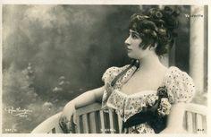 Vintage French photo postcard - Actress miss Avril - Reutlinger - 1900s