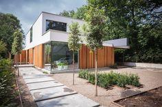 Dit mooie woonhuis in Ulvenhout is voorzien van Strikotherm gevelisolatiesysteem COMFORT, Strikotherm Spachtelpleister VARIOSTAR 1mm en afgewerkt met Strikolith Pearlcoat. Architect: Benerink Architecten