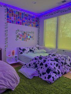 Indie Room Decor, Cute Bedroom Decor, Room Design Bedroom, Room Ideas Bedroom, Bedroom Inspo, Indie Dorm Room, Neon Room Decor, Hippie Bedroom Decor, Chill Room