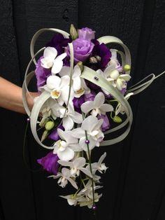 bruidboeket paars Iets minder linten en eventueel met blauwe pareltjes