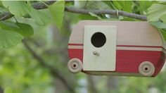 Encourage birds to stay awhile with an adorable vintage birdhouse. The secret to its design? A ready-made jewelry box!