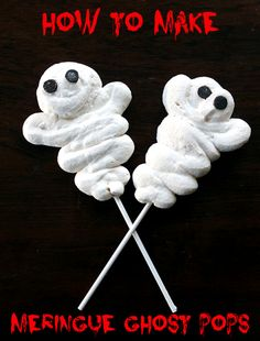 How To Make Meringue Ghost Pops from @kitchenmagpie. These are SO easy and fast to make, perfect for your Halloween party!