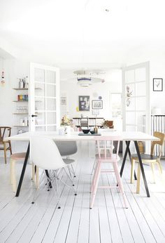 A FRESH WHITE HOME WITH PASTEL ACCENT COLORS | THE STYLE FILES
