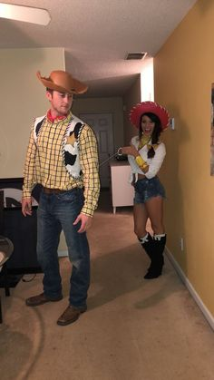 Couples Halloween Costumes to make you both look like the Superstars of the party - Hike n Dip - - Thinking about fresh Halloween costumes for couples? Why not check out some really cool Couples Halloween Costumes right here. I bet you'll love them. Cool Couple Halloween Costumes, Diy Couples Costumes, Halloween 2019, Diy Costumes, Halloween Couples, Halloween College, Halloween Parties, Halloween Makeup, Halloween City