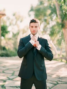 I would love to see a snapshot like this of my man before the ceremony (to make sure he is acctually getting ready - LOL!)